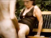 Amateur seks op het terras met een volwkonten vrouw